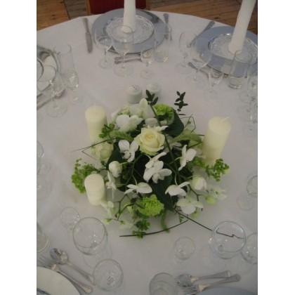 Blomsterdekoration til runde borde